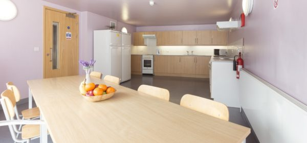 Modern kitchen in affordable London flatshare near Borough