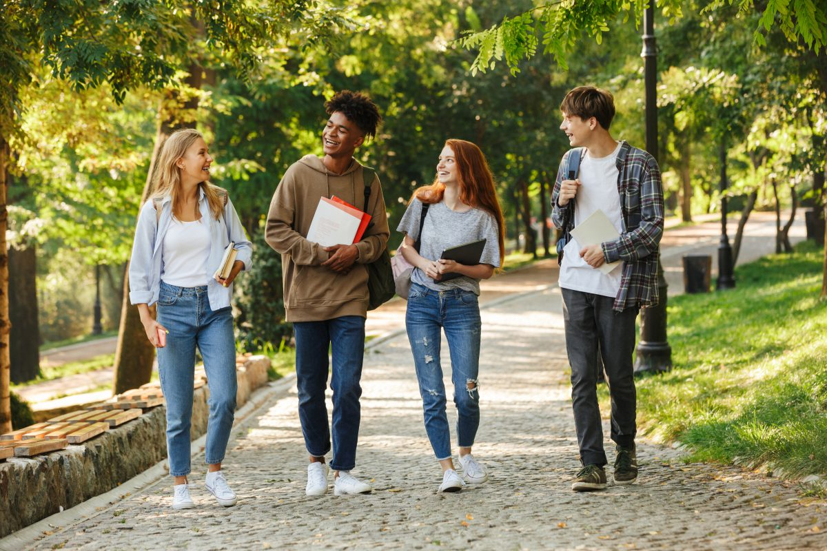 We know making new friends at university can be hard, that why LHA London has provided easy ways to make friends at uni through Freshers Week and beyond